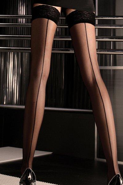 Elegante schwarze Strümpfe mit Naht